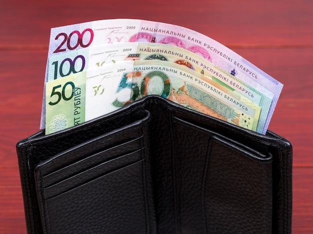 Rubel białoruski w czarnym portfelu
