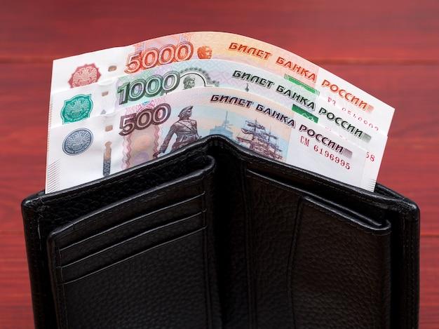 Rubel rosyjski w czarnym portfelu