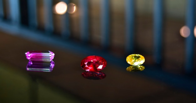Rubinowe klejnoty na biżuterię