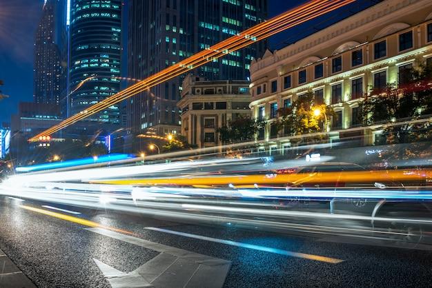 Ruch miejski z pejzażem miejskim