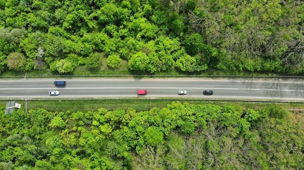 Ruch na wiejskiej autostradzie