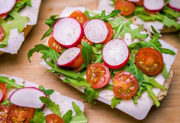Rucola tomato ham sandwich