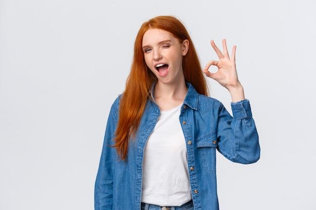 Rudzielec kobieta mówi wszystko dobrze pokazywać ok gest