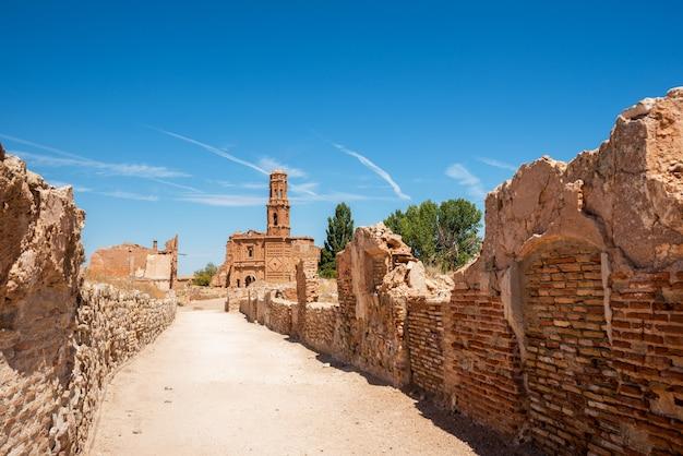 Ruiny belchite, hiszpania, miasto w aragonii, które zostało całkowicie zniszczone podczas hiszpańskiej wojny domowej.
