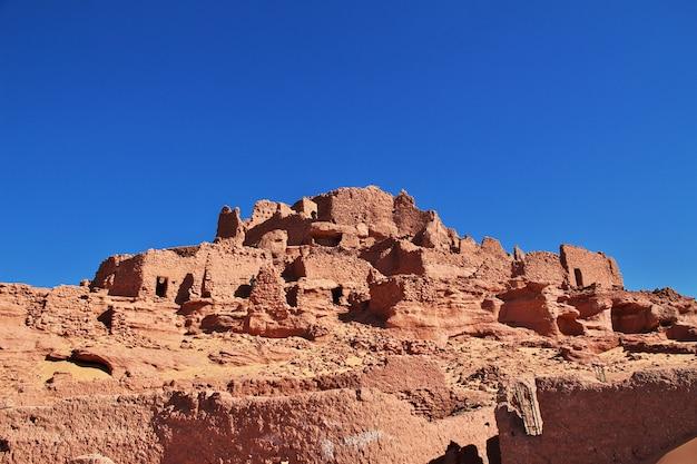 Ruiny fortecy w timimun porzucili miasto w saharze, algieria