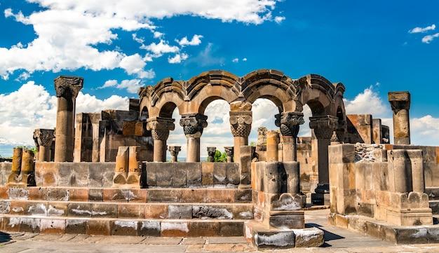 Ruiny katedry zvartnots. światowe dziedzictwo unesco w armenii