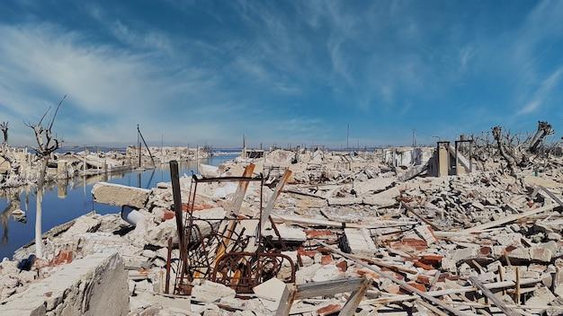 Ruiny miasta zniszczone przez wodę