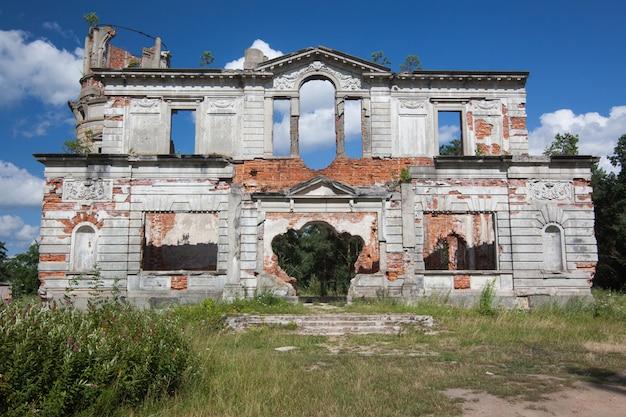 Ruiny starożytnego zamku tereshchenko grod w żytomierzu na ukrainie