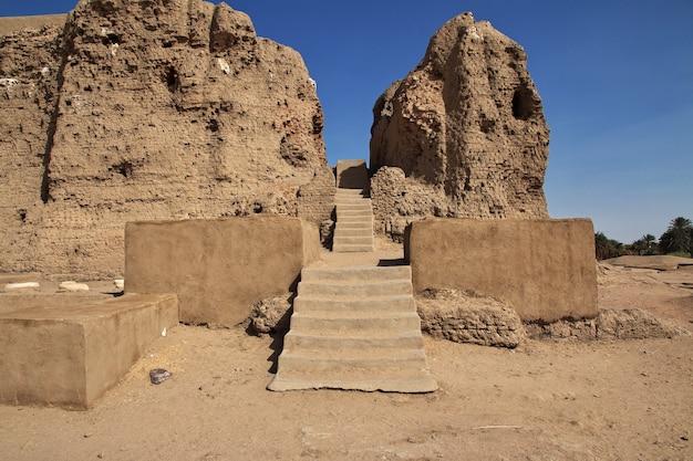 Ruiny starożytnej egipskiej świątyni w sesebi, sudan