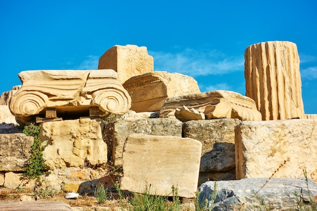Ruiny starożytnej greckiej kolumny, grecja