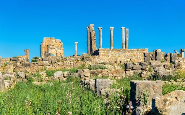 Ruiny volubilis, berberyjsko-rzymskiego miasta w maroku. miejsce światowego dziedzictwa