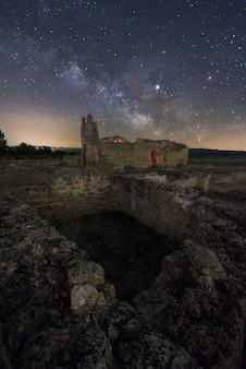 Ruiny w nocy
