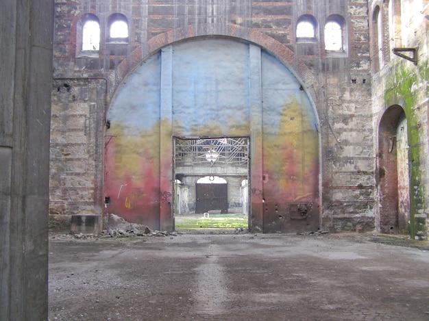 Ruiny warsztatu naprawy pociągów ogr (officine grandi riparazioni) w
