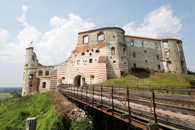 Ruiny zamku w janowcu w polsce