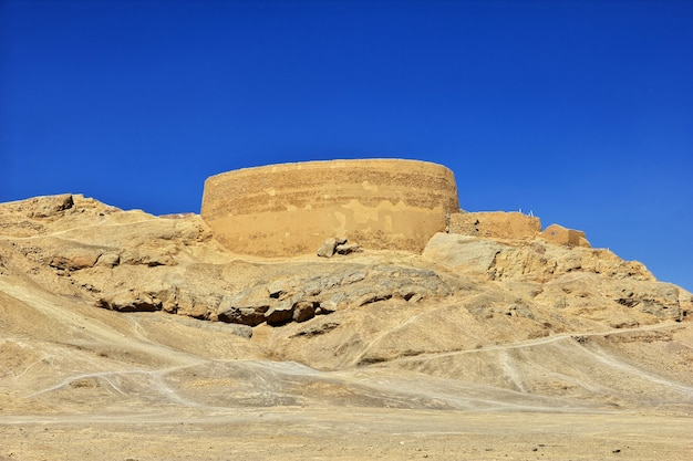 Ruiny zoroastryjskie w yazd w iranie
