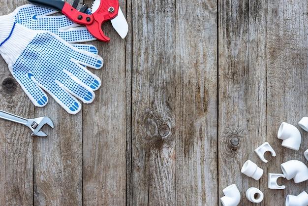 Rury z tworzyw sztucznych, narzędzia do cięcia rur i rękawice