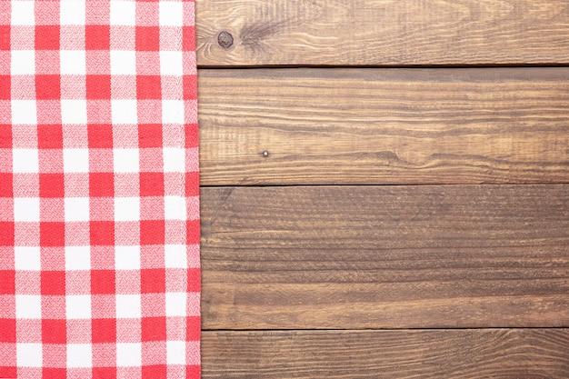 Rustykalna drewniana i czerwona kratka