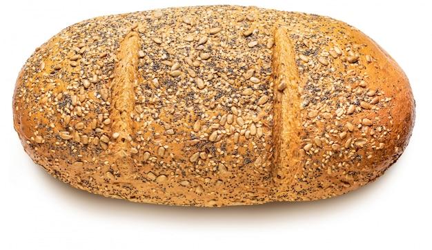 Rustykalny chleb wieloziarnisty (pszenica, żyto, nasiona słonecznika, siemię lniane, mak, sezam i jęczmień). mistrz świata. pojedynczo na białym tle. widok z góry.