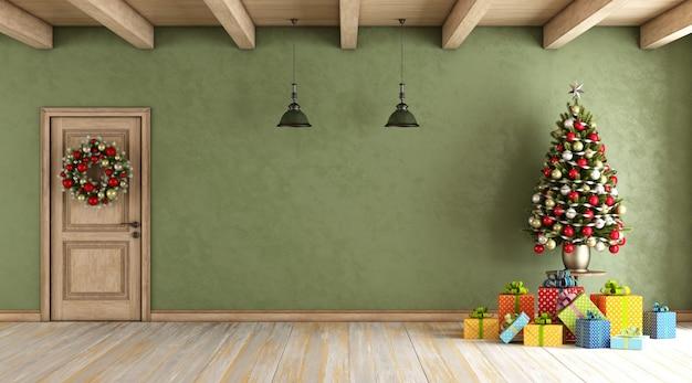 Rustykalny salon z świąteczną dekoracją