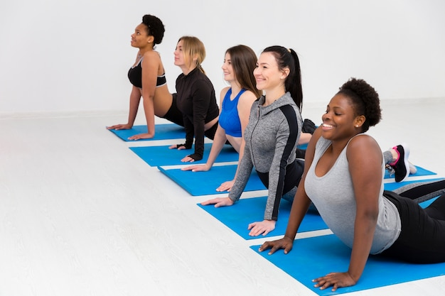 Rutynowe zajęcia fitness na macie