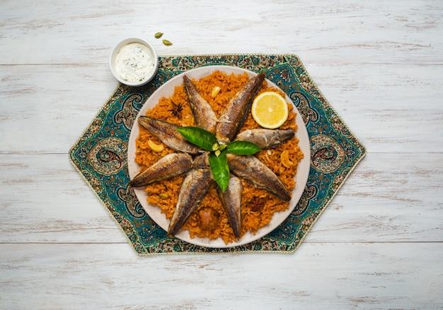 Ryba biryani. arabia saudyjska fish kabsa.
