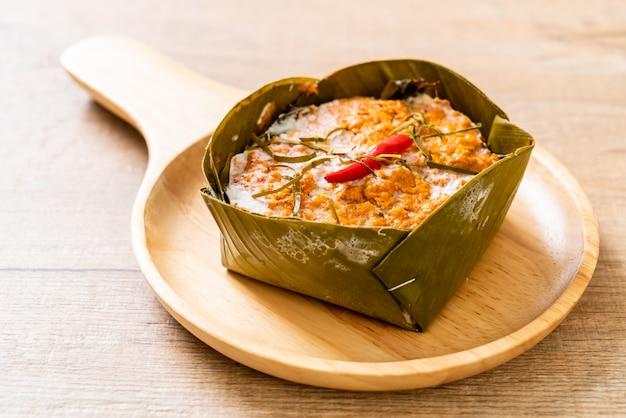 Ryba gotowana na parze z pastą curry
