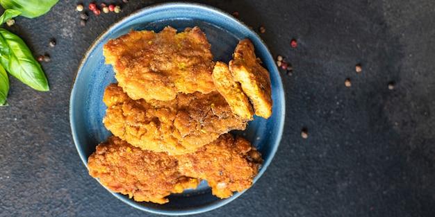 Ryba ikra przekąska kotlety kawior smażony posiłek na stole kopia przestrzeń jedzenie tło rustykalny