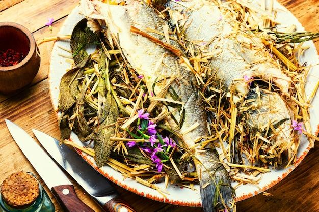 Ryba labraksa pieczona w piecu