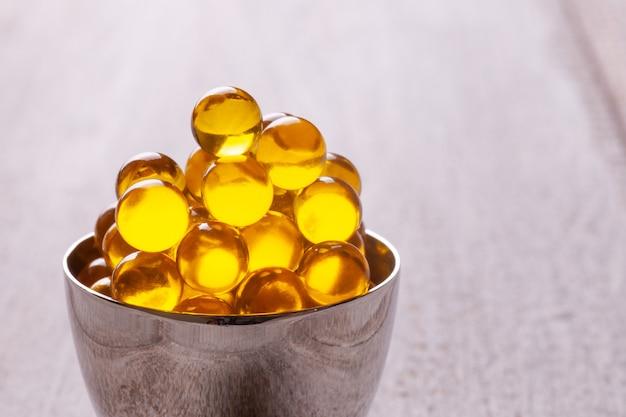 Ryba lub olej lniany w kapsułkach lub tabletkach