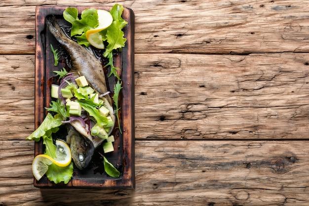 Ryba pieczona z awokado