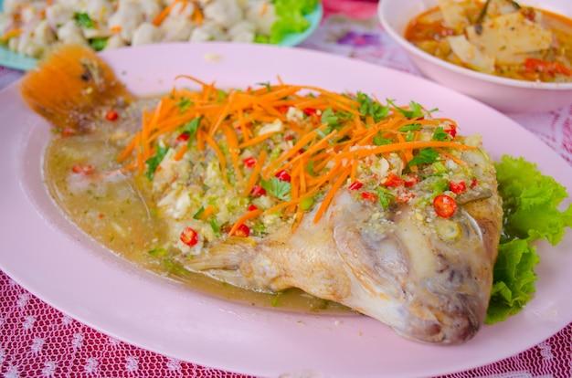 Ryba rubinowa parzona z cytryną