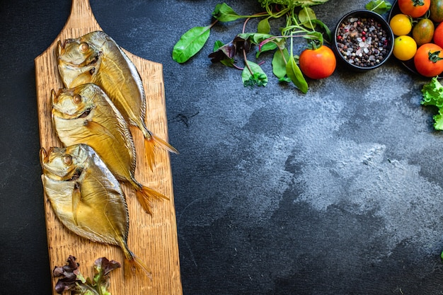 Ryba wędzona vomer owoce morza morska przekąska dieta pescetarian