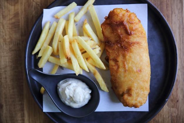 Ryba z frytkami angielskie jedzenie