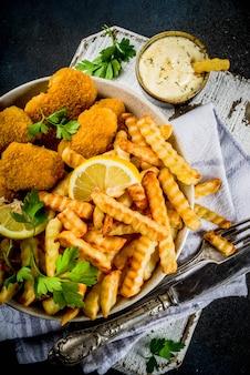 Ryba z frytkami z sosem tatarskim