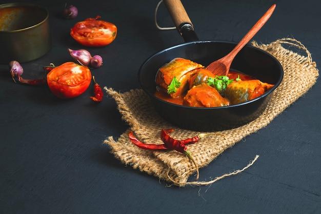 Ryba z sosem pomidorowym