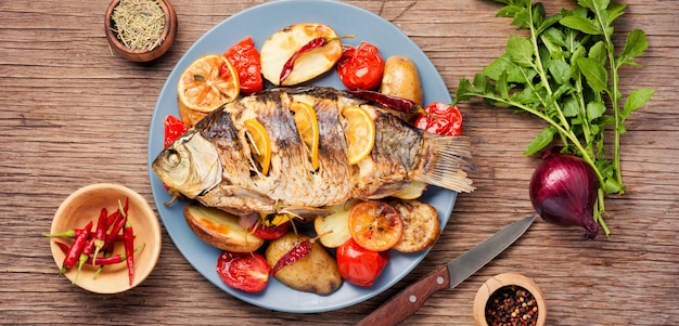 Ryba zapiekana z dodatkami warzywnymi