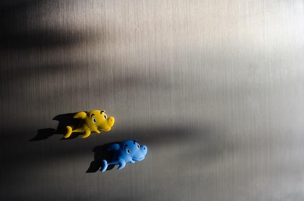 Ryby toy na lodówce