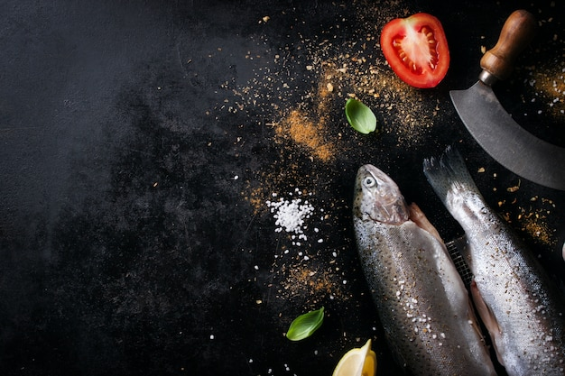 Ryby z pomidorów i przyprawy