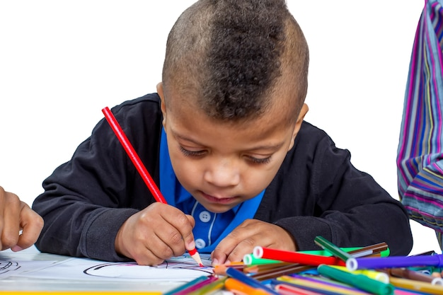 Rysunek chłopiec dziecko poznaje podstawy sztuki maluje zdjęcia