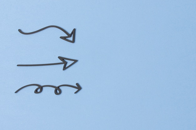 Rysunki strzałek znacznika na niebieskim tle