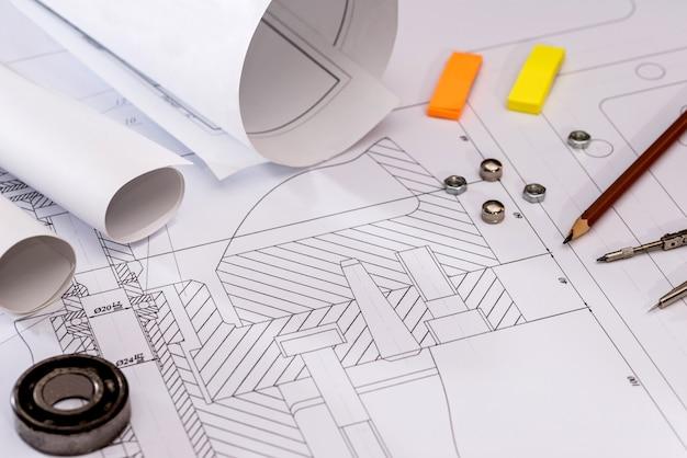 Rysunki techniczne z łożyskiem na papierze