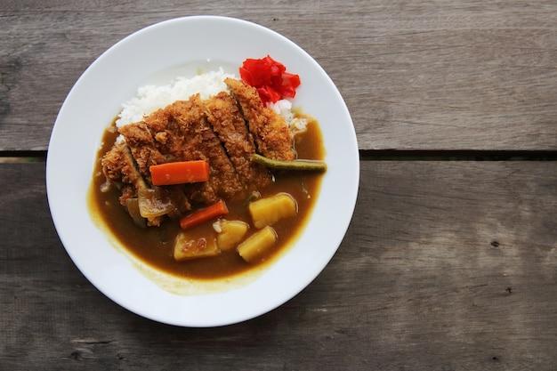 Ryż curry ze smażoną wieprzowiną