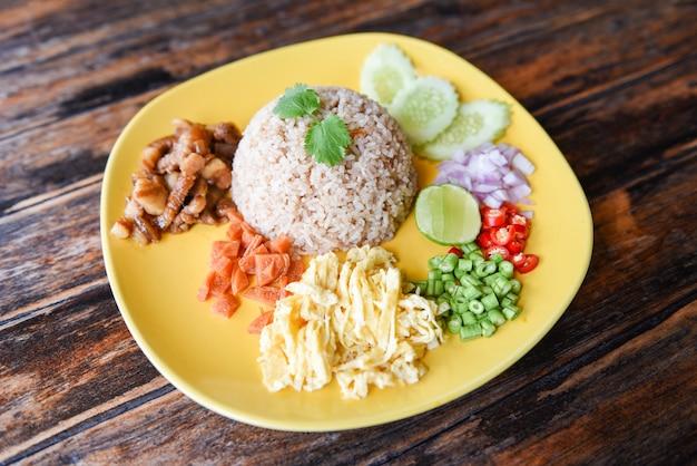 Ryż doprawiony krewetkami