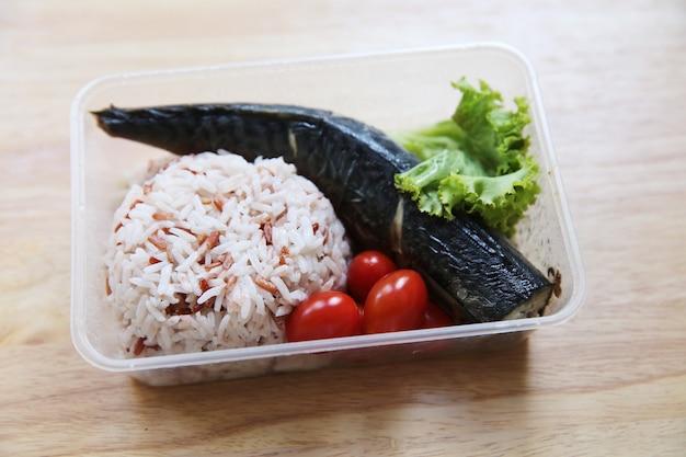 Ryż makarelowy