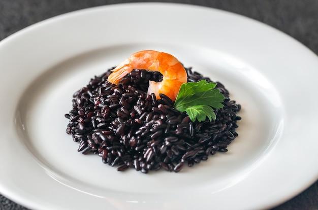 Ryż pełnoziarnisty czarny z krewetkami