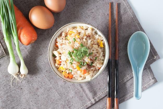 Ryż porcelana na parze dish fry macro
