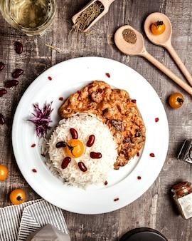 Ryż z bocznymi grzybami w sosie
