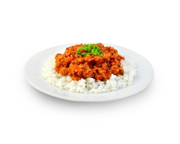 Ryż z mielonym mięsem i sosem pomidorowym