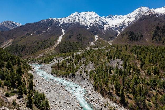 Rzeka baspa w himalajach