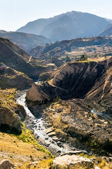 Rzeka colca z kanionem w peru